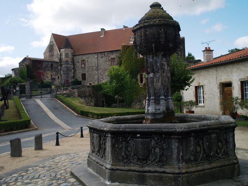 Castillo de St Saturnin, construido en el siglo XIII por la familia de La Tour d'Auvergne, perteneció también a las reinas Catherine de Médicis y Marguerite de Valois.