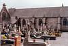 Cementerio en una iglesia de un pueblecito del centro de la Bretaña