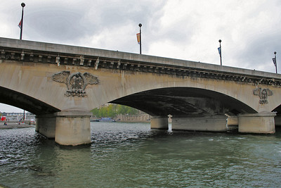 Pont d'Léna was build by Napoleon to celebrate his victory in 1806 over the Prussians. In 1937 it was widened to complete the building of the Palais de Chaillot.