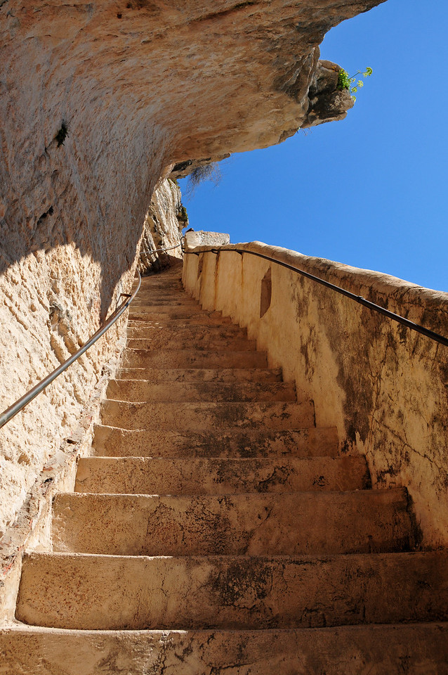 L'escalier du roi d'Aragon - a path carved in the cliffs to a drinking water source