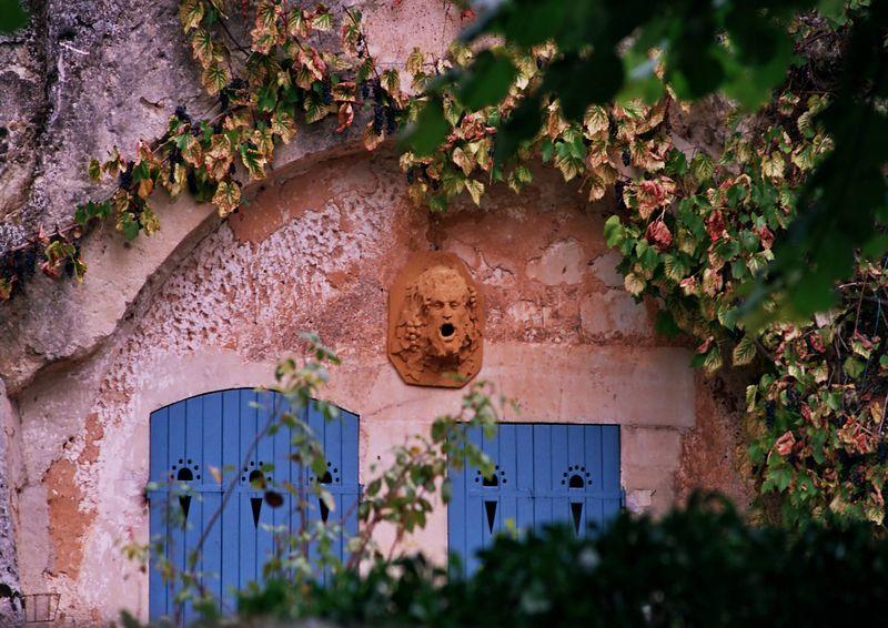Troglydite in Troo, France