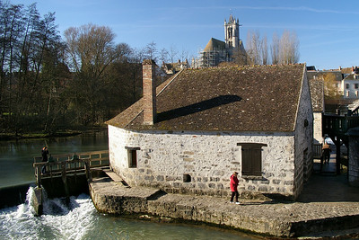 Moret sur Loing - mill beside the river