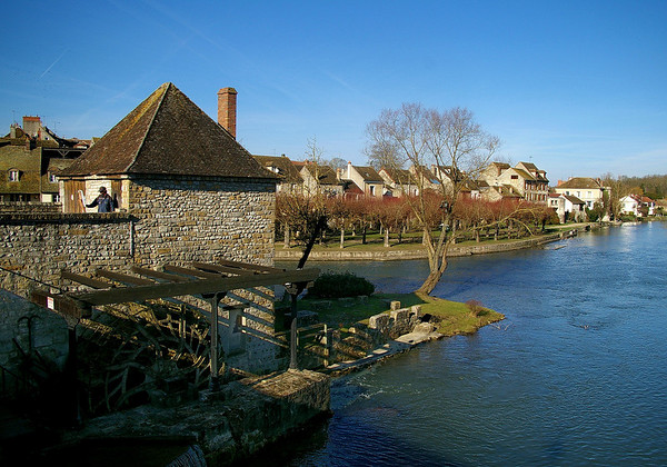 Moret sur Loing - the waterwheel and the river