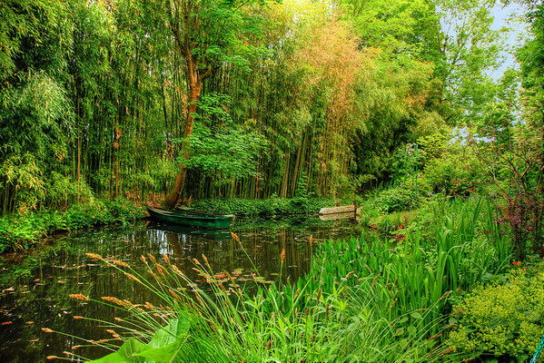 Giverny: Home and Gardens of Monet