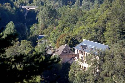 Looking down on the Hotel de la Muse from one of three trails along the gorge.