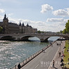 Picnicing by Le Seine