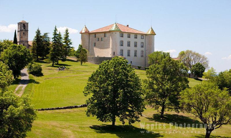 17th century Château and lawn