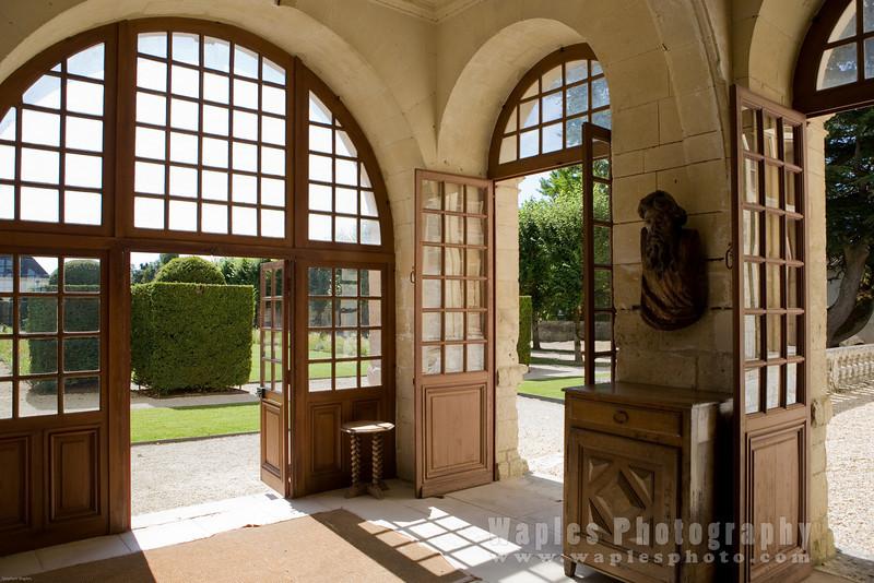 Chateau Foyer