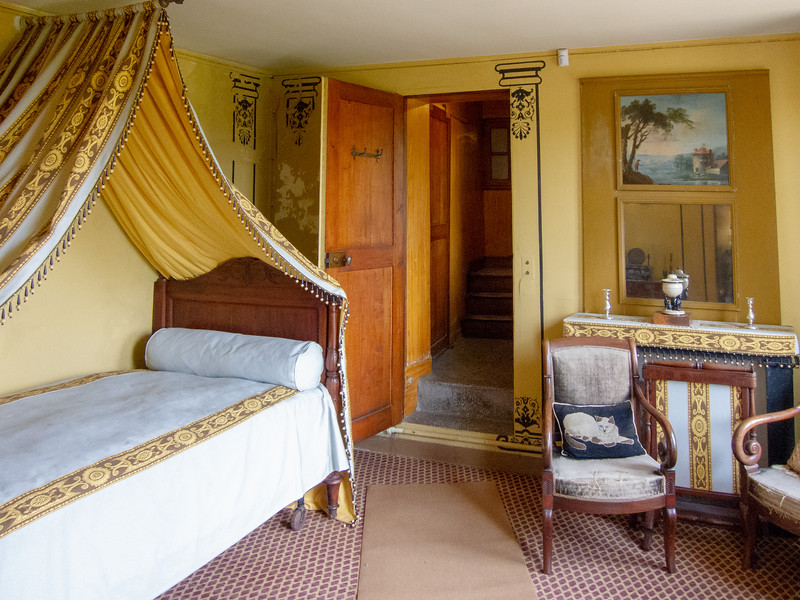 Ravel's bedroom.