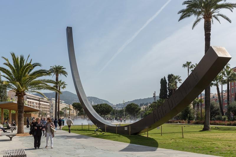 "The ""Arc 115 ° 5"" by Bernar Venet in the Albert 1st Gardens"