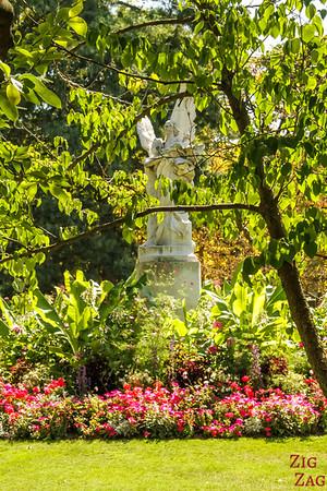 Luxembourg Garden Paris - statue 2