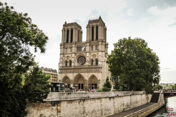Best spot to photograph Notre Dame from: Petit-Pont, Paris