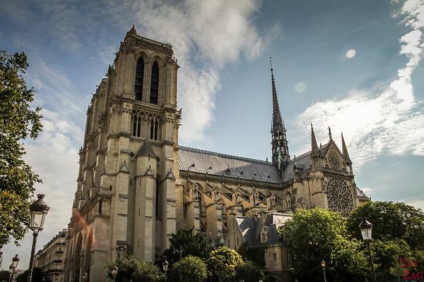 Best spot to photograph Notre Dame from: Pont au double, Paris
