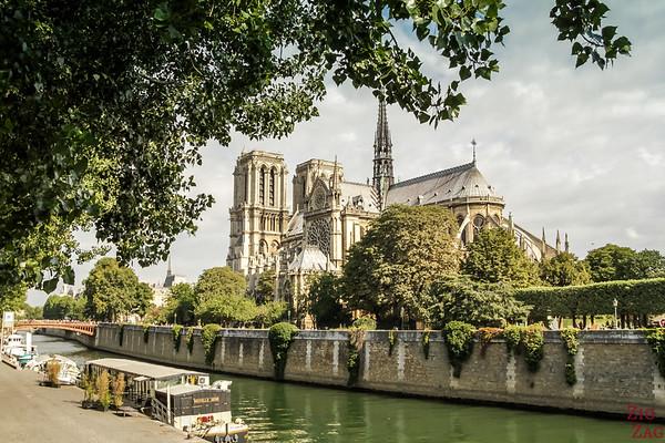 Best spot to photograph Notre Dame from: Pont de l'archeveche Paris 2