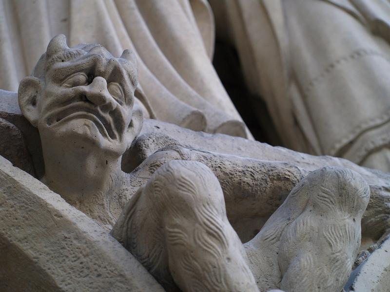 Escultura en Notre Dame