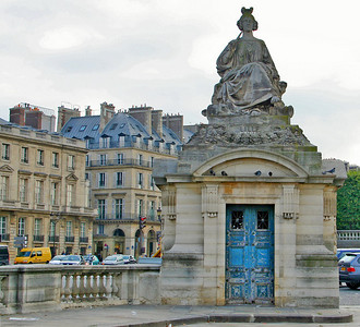 Statue created by Jacques Ignace Hittorff, representing the French city of Lille.