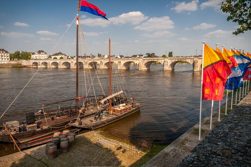 045 Bridge over Loire, Saumur