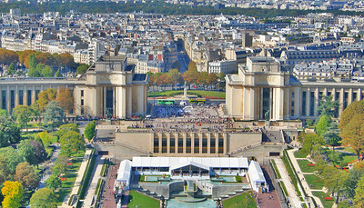 Musee de l'Homme on the left and Palais de Chaillot on the right