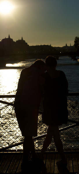 Everyone is always kissing everywhere in Paris...hard not to with the amazing beauty everywhere.