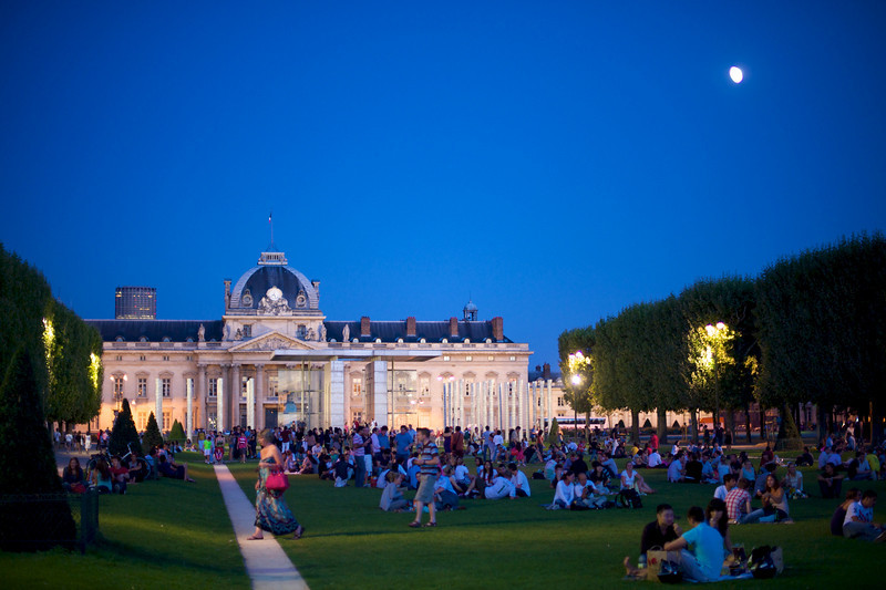 Just a normal summer evening in the park with thousands of Parisian friends.