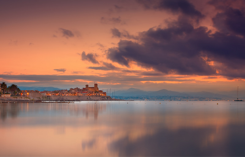 <b>Vauban's Ramparts in Old Antibes (French Riviera)</b> <i>Canon EOS 5D Mark II + Canon EF 17-40mm f/4L USM</i>
