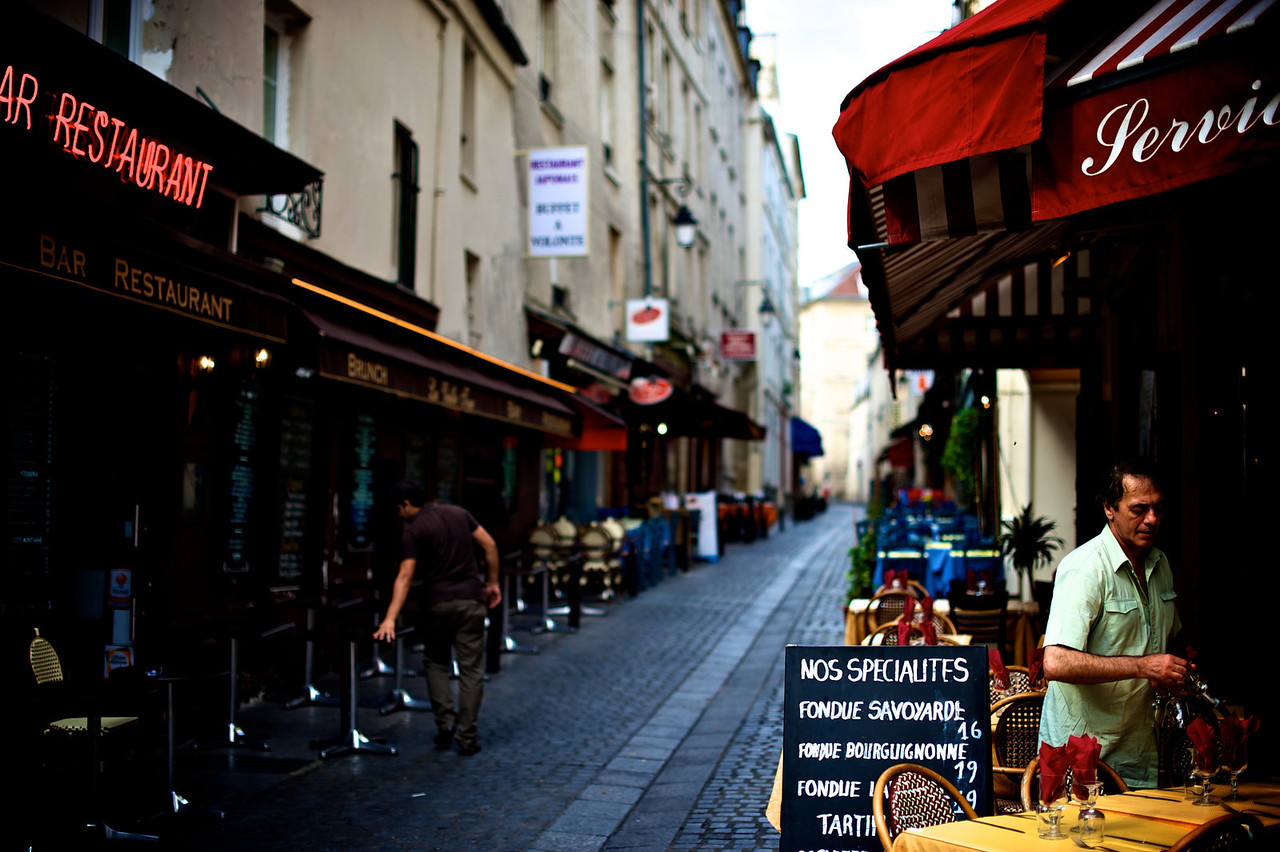 morning on the streets of Paris