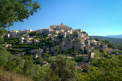 The classic Provence hill town of Gordes - which we passed thru on the way back from the abbey.