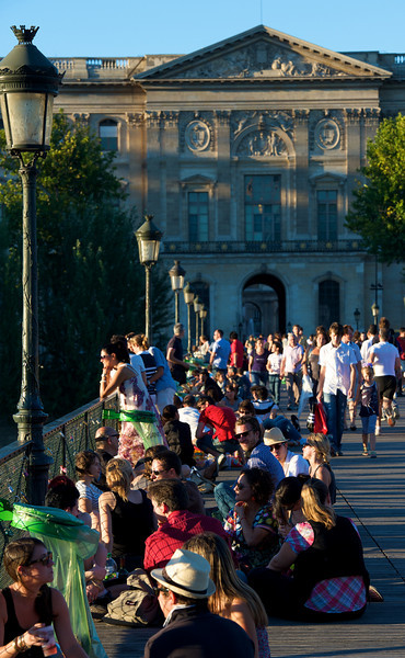 In the evening, friends gather with wine and cheese on the lawns, parks and even bridges to enjoy time together
