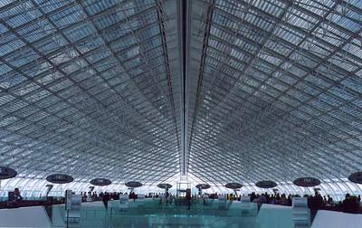 De Gaulle airport, 2002