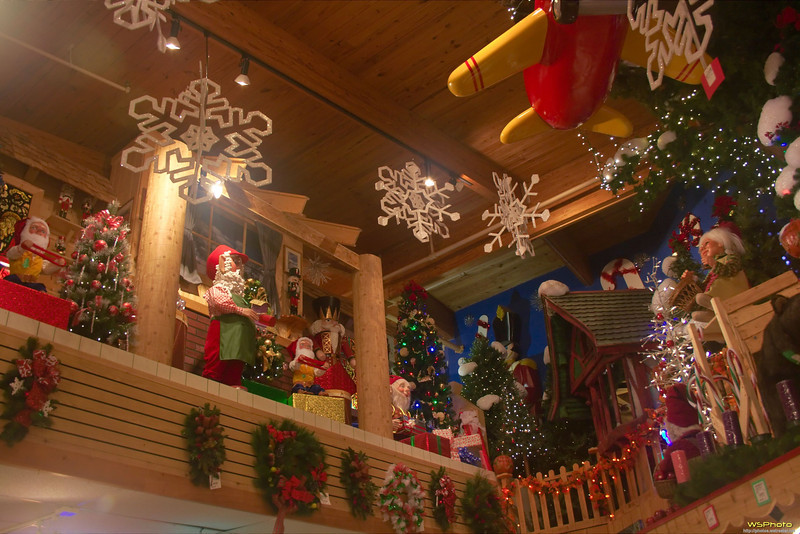 "Some photos from Bronner's Christmas Wonderland in Frankenmuth, MI.<br />  <a href=""http://www.bronners.com/"">http://www.bronners.com/</a>"