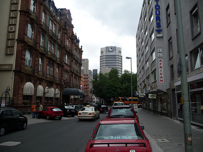 That is the Le Meridien Hotel to the left.  The tour starts down where the yellow bus is but that is NOT our bus, not by a long shot....