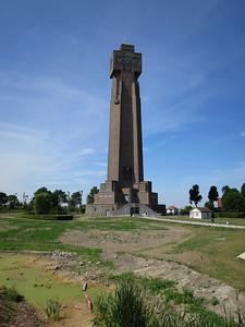 Ijzertoren met loopgraven slagveld wwo1 en noodwoning