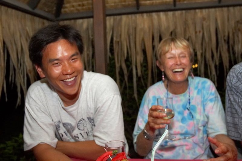 Eric Cheng with Valerie Taylor (Moorea - Hibiscus Hotel) photo: Douglas Seifert