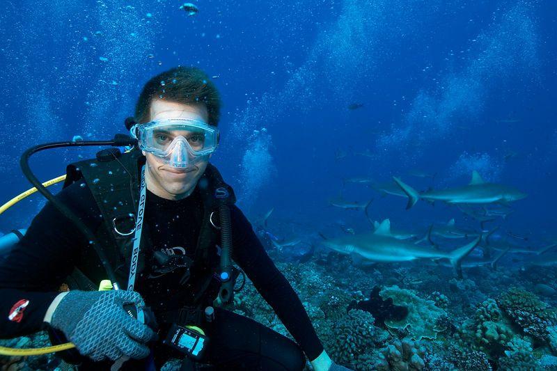 J.P. (Jonathan) Spane with grey reef sharks (Carcharhinus amblyrhynchos) (Fakarava - South Pass)