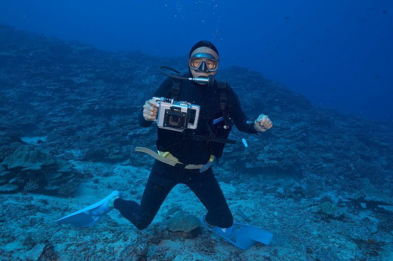Ron Taylor with camera (Moorea - Misc Diving)