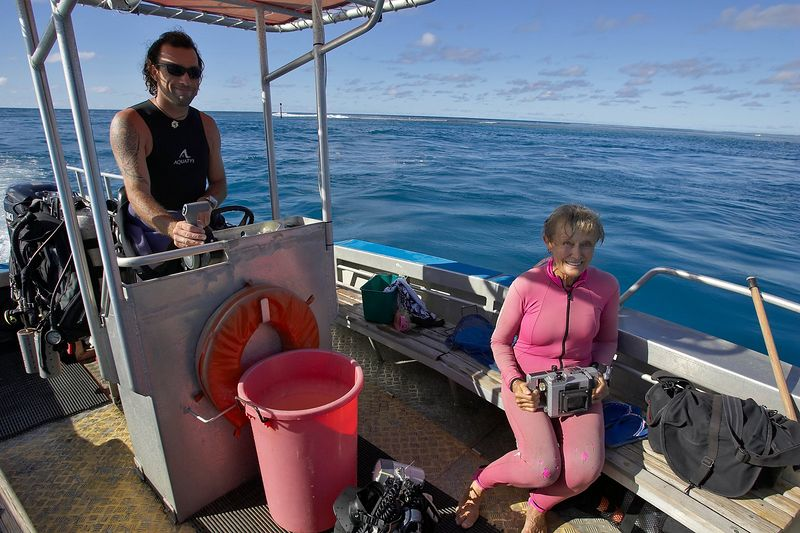 Guillaume Vilcot and Valerie Taylor (Moorea - Bathy's Club)