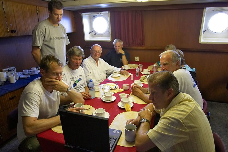 The morning ritual slideshow (Boat - Akademik Shokalskiy)