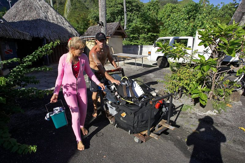 Valerie Taylor and Guillaume Vilcot (Moorea - Bathy's Club)