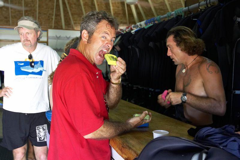 Douglas Seifert gets some weights (Moorea - Bathy's Club)
