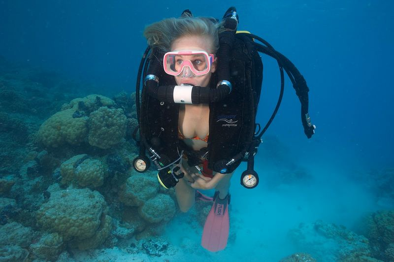Krissy Gossman wearing a rebreather (Rangiroa - The Aquarium)