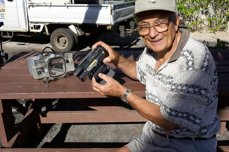 Ron Taylor -- camera has too much moisture (Moorea - Bathy's Club)