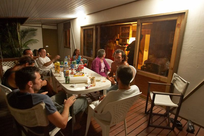 Hanging out with Nico, Sandi, Renaud, Mahiti, Pef, Allette, and Guillaume (Moorea - Guillaume Vilcot Residence)