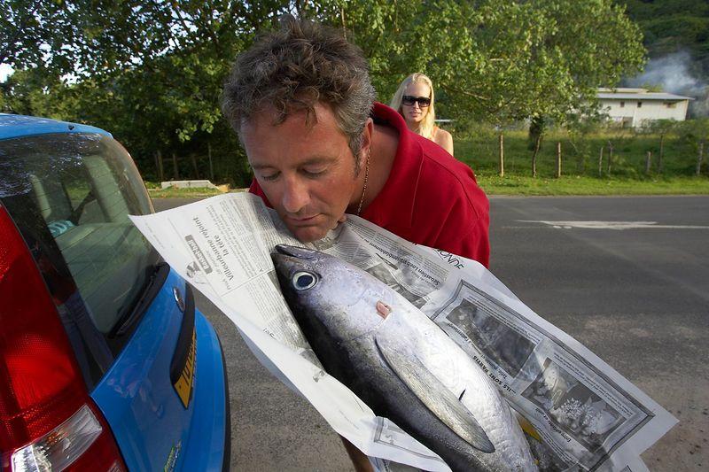Douglas with tuna (Moorea - Bathy's Club)