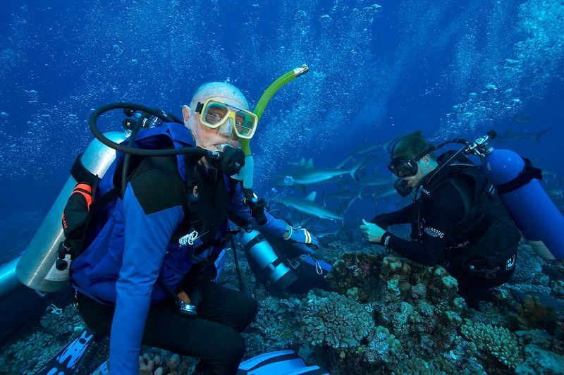 84-year-old Ed Callan hangs out with Rocky Spane II and grey reef sharks (Carcharhinus amblyrhynchos) (Fakarava - South Pass)