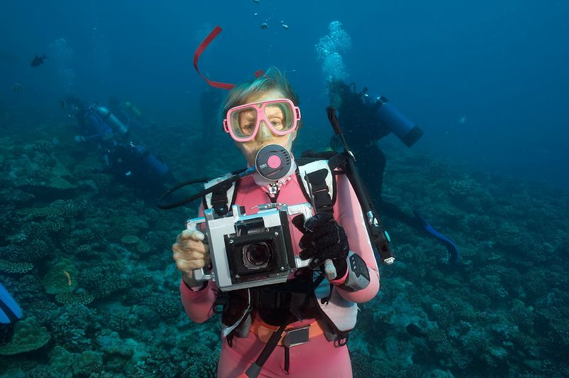 Valerie Taylor and camera (Moorea - Misc Diving)