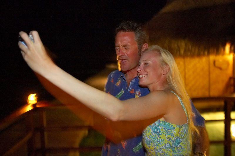 Krissy keeps flashing Douglas in the face (Rangiroa - Kia Ora Resort)