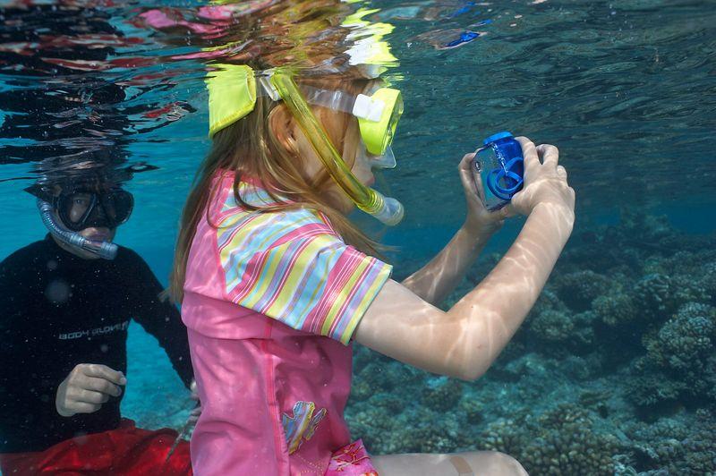 Kimberly McDowell and Rocky Spane, snorkeling (Fakarava - South Pass Resort)