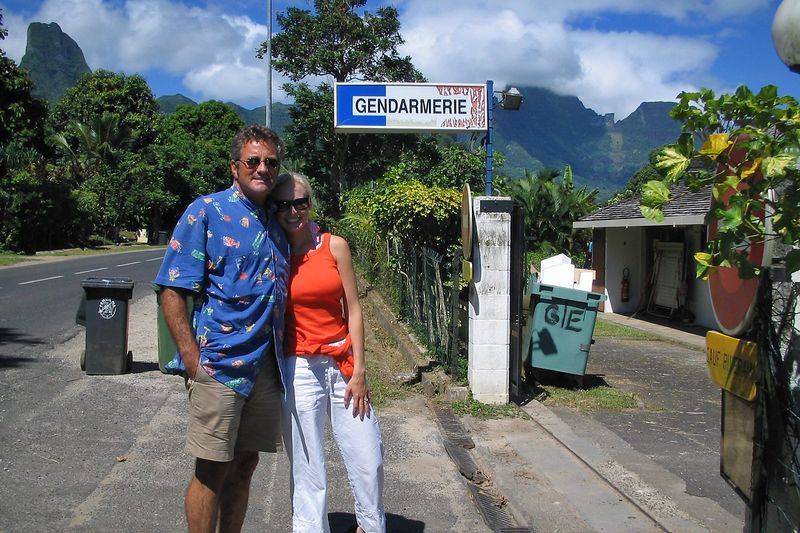 Can the police renew their visa? (Moorea - Topside)