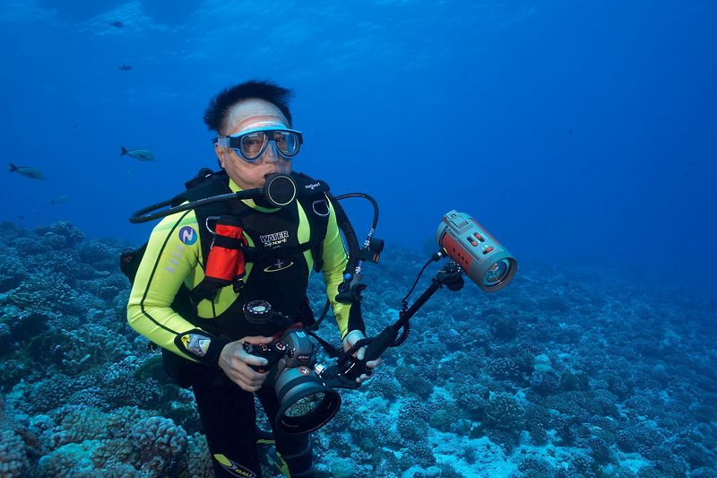 Jerry Watanabe and his Nikonos RS (Rangiroa - Avatura Pass Corner)