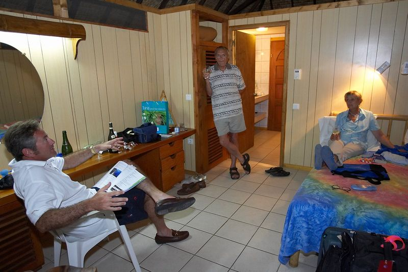 Douglas Seifert, Ron Taylor and Valerie Taylor (Moorea - Hibiscus Hotel)